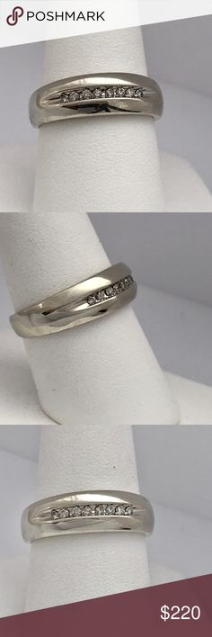 .24 ctw 10kt men's white gold ring .Mens 1/4 carat real diamonds, H-I color, VS2 clarity. Solid 10 kt white gold. Stout band, can be sized easily. Very nice men's ring.  Three things make this ring a standout: 1.) it's a very well made weight ring 2.) classic design 3.) very nice quality diamonds. Accessories Jewelry