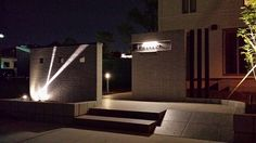 白の光が映える家。ライティングでさらに引き立つシンプルモダン。 #lightingmeister #pinterest #gardenlighting #outdoorlighting #exterior #garden #light #house #home #white #line #straightline #simple #modern #simplemodern #ray #白 #ホワイト #ライン #直線 #シンプル #モダン #シンプルモダン #光のライン #家 #庭 #玄関 Instagram https://instagram.com/lightingmeister/ Facebook https://www.facebook.com/LightingMeister