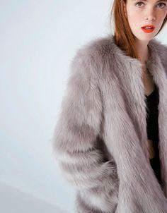 Buenas compras de mujer para el Otoño-Invierno 2014-15: Bershka ------------> chaquetón de pelo corto sintético