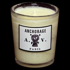 French candle inspired by Alaska. Scent of green citrus, magnolia iced by the essence of peppermint, foam and crystalline musk. An amber woody accord brings some warmth.