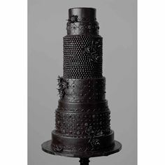 Modern Wedding Cakes Black Wedding Cake - Looking for unique wedding cakes? A black wedding cake adds a goth-inspired edge to traditional dessert. Check out 22 stunning variations on this trend. Gothic Wedding Cake, Gothic Cake, Black Wedding Cakes, Unique Wedding Cakes, Wedding Cake Designs, Wedding Ideas, Wedding App, Gold Wedding, Wedding Planner