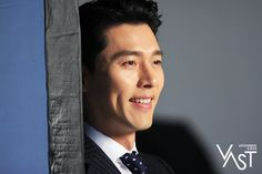 Behind-the-scenes of Hyun Bin's commercial shoot! Hyun Bin, Secret Garden Kdrama, Hyde Jekyll Me, Tv Series 2013, Daddy Long, Classic Suit, How To Look Handsome, Fine Men, Cute Faces
