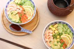 Je vous propose de nouveau une recette salée et asiatique, cette fois-ci voici mon chirashi saumon et crevette. Merci les japonais de l'avoir inventée ! Voici le lien : http://www.delices-de-mouflette.com/recette-chirashi-saumon-crevette/