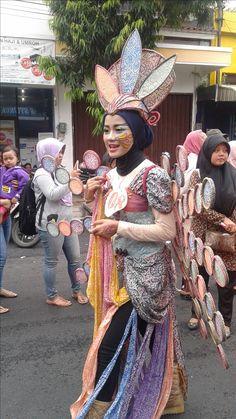 Arakan-Arakan Pekan Batik Nusantara 2016 Captain Hat, Hats, Dresses, Fashion, Gowns, Moda, Hat, La Mode, Dress