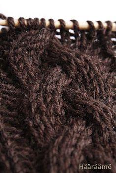 Neuleohje Knitting Patterns Free, Knit Patterns, Free Knitting, Wool Socks, Knitting Socks, Drops Design, Diy Crochet, Stitch, Sewing