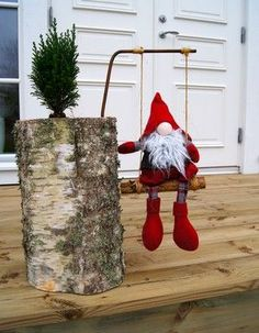 Cute Santa on a swing / diy Christmas Makes, Christmas Gnome, Christmas Wood, Scandinavian Christmas, All Things Christmas, Christmas Holidays, Christmas Ornaments, Holiday Crafts, Holiday Decor