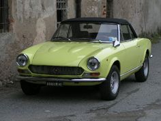 1974 Fiat 124 Spider - Yes please! Classic Sports Cars, Classic Cars, Bugatti, Supercars, Evil Under The Sun, Ferrari, Fiat 124 Spider, Cabriolet, Classic Beauty