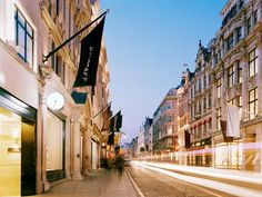 The London neighborhood of Mayfair is one of the U.K.'s most exclusive areas to live, work, and visit. Here's how to live it up.