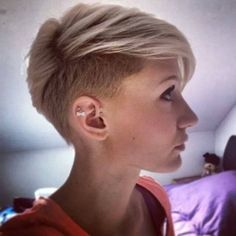 Latest Trend Pixie Cuts for Women , Pixie cut is always a perfect choice for a outgoing women because of easy maintaining and pretty look for any hair type. The latest pixie cuts styles. , Pixie Haircuts and Hairstyles Longer Pixie Haircut, Short Pixie Haircuts, Haircut Short, Edgy Pixie Hairstyles, Casual Hairstyles, Medium Hairstyles, Blonde Pixie, Long Hair Cuts, Short Cuts