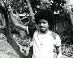 Cuteness in black and white ღ Young Michael Jackson, Berry Gordy, 70s Inspired Fashion, He Is My Everything, Jackson's Art, Jackson Family, Jackson 5, The Jacksons, Rare Pictures