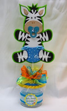 Beautiful centerpieces for Baby Shower. Jungle Baby Animals, made with foam sheet on a glass base, decorated with ribbons. If you want a color change send a message first, and the information you want on the card The price is for one centerpiece. Distintivos Baby Shower, Mesas Para Baby Shower, Baby Shower Parties, Baby Shower Themes, Shower Party, Safari Party Centerpieces, Baby Shower Centerpieces, Baby Shawer, Animal Party