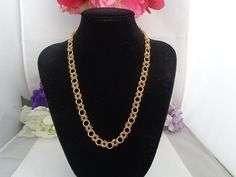 Vintage Goldtone Necklace. The Necklace Measures 18 inches Long and features a Floral Design.