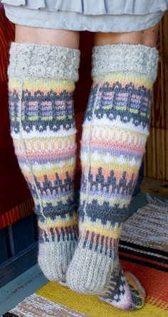 Ankortit Wool Socks, My Socks, Knee Socks, Crochet Socks, Knitting Socks, Knit Crochet, Knitting Designs, Knitting Patterns, Knitted Flowers