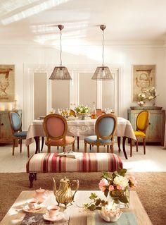Inspiración a raudales  Los colores y motivos de los papeles pintados inspiran toda la decoración.