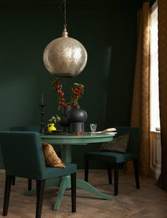 40 the best dark green paint colors to use in your home 27 Green Dining Room, Dining Room Colors, Dining Room Walls, Living Room, Sala Grande, Green Paint Colors, Wall Colors, Dark Walls, Interiores Design
