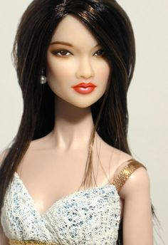 Wonder which Integrity fashion doll she is?