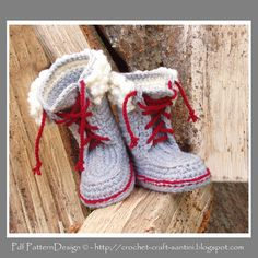 The super-cutest crochet boots ever! For you to crochet. Pattern for 2 - 7 year-kids. Cool for boys too. Just adapt the co. Crochet Boots, Crochet Baby Booties, Crochet Slippers, Crochet Clothes, Knit Crochet, Free Crochet, Kids Slippers, Ugg Slippers, Kids Winter Boots