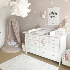 How to Design a Neutral Gender Nursery - Children's Spaces - Babyzimmer Baby Bedroom, Baby Room Decor, Nursery Room, Nursery Lamps, Baby Room Art, Nursery Storage, Nursery Themes, Master Bedroom, Nursery Neutral