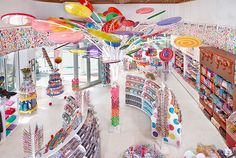 Dylan's Candy Bar is home to the largest selection of candies and sweet treats from around the world. Visit any one of our locations for an amazing experience! Dylan's Candy, Bulk Candy, Candy Stores, Candy Store Design, Willy Wonka Factory, Candy Room, Beach Candy, Homemade Fudge, Candy Boutique