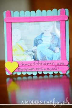Trendy holiday gifts for grandparents diy photo ideas Popsicle Stick Crafts, Popsicle Sticks, Craft Stick Crafts, Fun Crafts, Craft Ideas, Grandparents Day Crafts, Fathers Day Crafts, Grandparent Gifts, Glace Diy