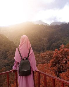Not a holiday😁 🌄 Barbe LeBon. Hijab Dp, Hijab Niqab, Muslim Hijab, Ootd Hijab, Hijab Chic, Hijab Dress, Hijabi Girl, Girl Hijab, Niqab Fashion