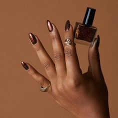 Prized by women to hide a mania or to add a touch of femininity, false nails can be dangerous if you use them incorrectly. Types of false nails Three types are mainly used. Acrylic Nails Coffin Pink, Simple Acrylic Nails, Summer Acrylic Nails, Acrylic Nail Designs, Spring Nails, Coffin Nails, Fall Nails, Blue Nails, White Nails