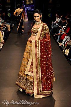 Ritu Kumar Bangalore Fashion Week Ritu Kumar Collection, Designs, Fashion Shows, Lehengas & Sarees, Pictures and Photos on Bigindianwedding Indian Bridal Lehenga, Indian Bridal Wear, Indian Wear, Indian Suits, Red Fashion, Indian Fashion, Fashion Outfits, Lehenga Collection, Bridal Collection