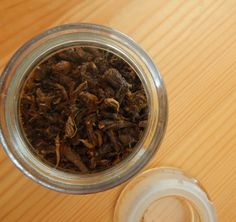 Make your own dandelion root tea & reap the benefits of detox & weight loss along with added vitamins & nutrients. Enjoy dandelion coffee home brew recipe Herbal Remedies, Home Remedies, Natural Remedies, Homemade Tea, Homemade Beauty, Herbs For Sleep, Dandelion Root Tea, Herbs For Anxiety, Edible Wild Plants