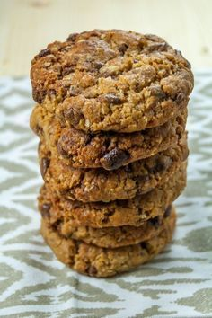 Biscuits with oats, peanut butter and chocolate pieces are very nutritious and very easy to prepare. Healthy Biscuits, Good Food, Yummy Food, Romanian Food, Breakfast Dessert, Breakfast Ideas, Cupcake Cookies, Cupcakes, Chocolate Peanut Butter