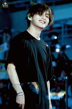 190706 Speak Yourself Tour in Osaka Kim Namjoon, Jung Hoseok, Seokjin, Taehyung Smile, Kim Taehyung, Foto Bts, Daegu, K Pop, V Smile
