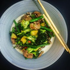A vege and lamb stir fry - Kiwi lamb w a little Asian inspired technique - delicious and nutritious and hey also huge contribution. Healthy Carbs, Healthy Smoothies, Healthy Habits, Healthy Meals, Healthy Food, Healthy Recipes, Entree Recipes, Veggie Recipes, Whole Food Recipes