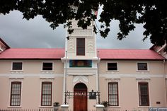The original Paarl Gimnasium High School building hosts the Paarl Gymnasium Primary School at present. The school was founded by the Afrikaans language activists in 1868 to preserve & grow the Afrikaans language in South Africa.