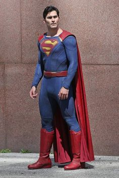 Tyler Hoechlin como Superman, gravando em Vancouver