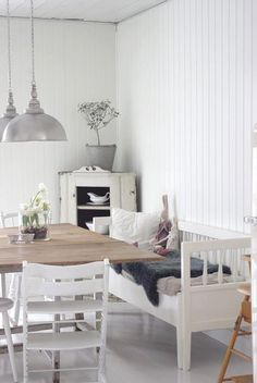 Zinc and white country styling. Couch as table seating Corner Bench Dining Table, Table Seating, Kitchen Sofa, Kitchen Benches, Wooden Daybed, Interior Exterior, Interior Design, White Houses, Küchen Design