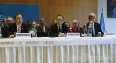 スイスのモントルー(Montreux)で、シリア内戦終結へ向けた国際和平会議「ジュネーブ2(Geneva 2)」の開幕に当たり会見する(左から)国連(UN)の潘基文(バン・キムン、Ban Ki-moon)事務総長、国連のジュネーブ(Geneva)支部で事務総長代行を務めるMichael Moeller氏、ジョン・ケリー(John Kerry)米国務長官(2014年1月22日撮影)。(c)AFP/GARY CAMERON ▼23Jan2014AFP シリア和平会議が開幕、アサド氏の進退めぐり激しい対立 http://www.afpbb.com/articles/-/3007045 #Syria #Siria #Syrie #Syrien #Geneva_2 #Ban_Ki_moon #潘基文 #반기문 #John_Kerry #Michael_Moeller