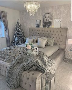 Beautiful bedroom design and great application of our Hoblio Argento Base . - Furnish your house: design and decoration ideas - Beautiful bedroom design and great application of our Hoblio Argento Base … Cute Bedroom Ideas, Cute Room Decor, Girl Bedroom Designs, Room Ideas Bedroom, Home Decor Bedroom, Living Room Decor, Bedroom Inspiration, Silver Bedroom Decor, Grey Bedroom Design