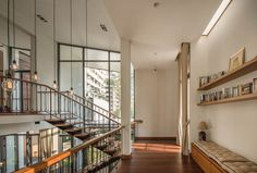 """A Tour Of The Amazing """"Lobster House"""" By Puchong Satirapipatkul Lobster House, Thai House, Library Inspiration, Tropical Architecture, Loft House, Minimalist Decor, Beautiful Gardens, New Homes, Layout"""