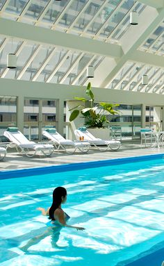 Take a dip in this beautiful pool with all your friends. Located where California meets Asia, this massive Union Square luxury property also boasts more than 500 rooms and suites - perfect for a friendcation.