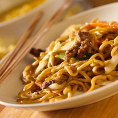 Lean Lo Mein is a great dish, packed with healthy protein, vitamins, and minerals. Make it in a Wok and enjoy now, or make a big batch and meal plan Asian Recipes, Beef Recipes, Cooking Recipes, Healthy Recipes, Asian Foods, Recipies, Easy Meal Plans, Easy Meals, Yuca Al Mojo