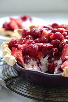 No Bake Sour Cream Berry Pie - www.countrycleaver.com