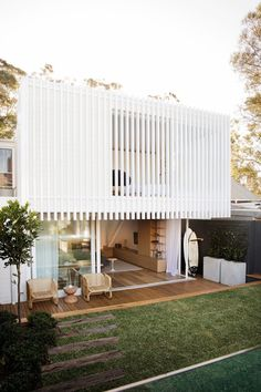 A Cozy Aussie Cottage Hides a Sleek Renovation Behind a Heritage Facade #dwell #australianhomes #homerenovations #cottage Houses Architecture, Architecture Design, Facade Design, Ancient Architecture, Sustainable Architecture, Pavilion Architecture, Residential Architecture, Contemporary Architecture, Contemporary Houses