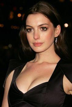 Anne Hathaway Catwoman, Anne Hathaway Hair, Beautiful Brown Eyes, Beautiful Women, Beautiful Celebrities, Beautiful Actresses, Anne Hattaway, Actrices Hollywood, Womens Fashion