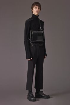 See the complete Jil Sander Fall 2017 Menswear collection.