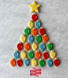 The Partiologist: Oh Christmas Cookie Tree! The Partiologist: Oh Christmas Cookie Tree! Christmas Cookies Packaging, Christmas Tree Cookies, Cookie Packaging, Christmas Tree Design, Christmas Sweets, Holiday Cookies, Christmas Baking, Christmas Bulbs, Christmas Cookie Cutters