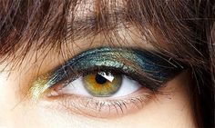 Oh mama look at those petrol eyes…this intensity can only be achieved by layering pigment over products such as kohl liner.