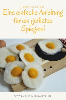 A simple guide to a felted fried egg - DIY Desk Ideen Childrens Kitchens, Food Patterns, Baking Set, Christmas Gift Box, Felt Food, Diy Desk, Felt Diy, Newborn Gifts, Baby Decor