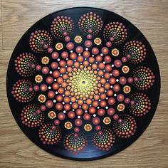 Rising Acryl op Vinyl 12 diameter Ik voel dat onze creativiteit laat ons toe om alle sluit aan op de eenheid, het geheel, God, de bron energie, welke naam u zou willen geven. Ik onlangs begonnen met het maken van kunst in 2013 door het onderwijs zelf technieken in verschillende