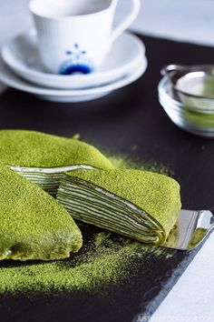 This elegant Matcha Mille Crepe Cake is made of thin layers of green tea crepes stacked together with fresh whipped cream in-between. Green Tea Crepe Cake, Green Tea Dessert, Matcha Dessert, Matcha Cake, Crepe Recipes, Easy Cake Recipes, Green Tea Smoothie, Green Tea Recipes, Easy Japanese Recipes
