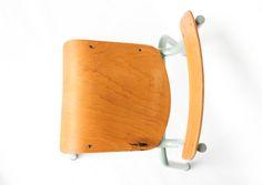 Petite chaise de maternelle vintage leshappyvintage.fr