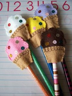 Cupcake and sequin felt pencil toppers Felt Crafts, Diy Crafts, Quick Crafts, Pen Toppers, Cupcake Toppers, Crafts For Kids, Arts And Crafts, Gift Sets For Women, Origami